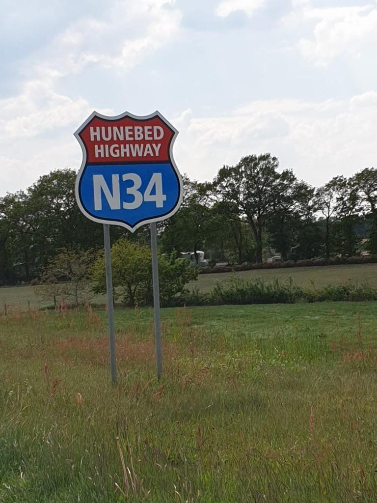 Bord van de N34 Hunebed Highway
